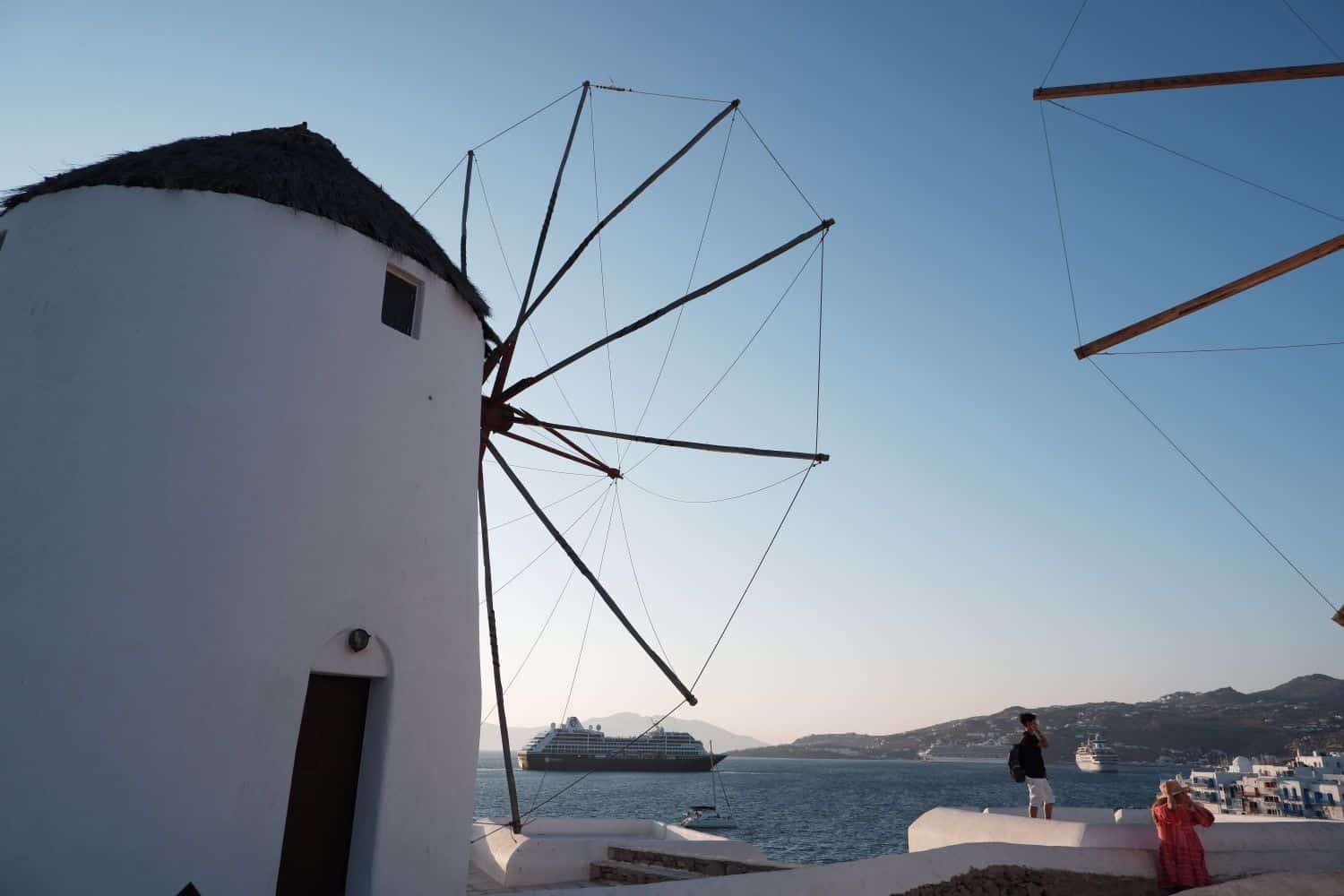 3 days in Mykonos - view harbour windmill