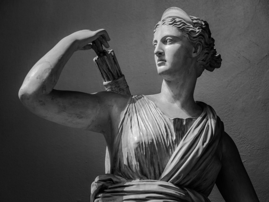 Artemis-greek-god-statue females in greek mythology
