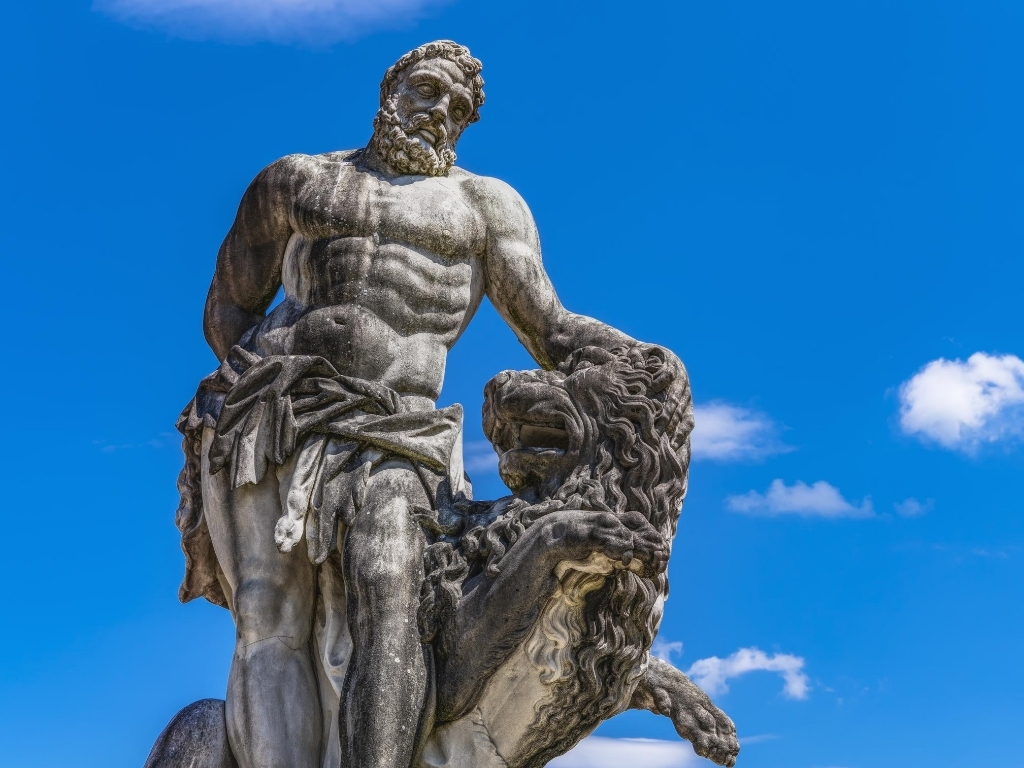 Hercules-and-lion-statue