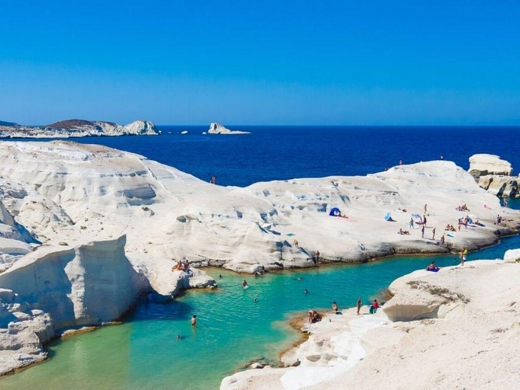 Sarakaniko-milos-beach