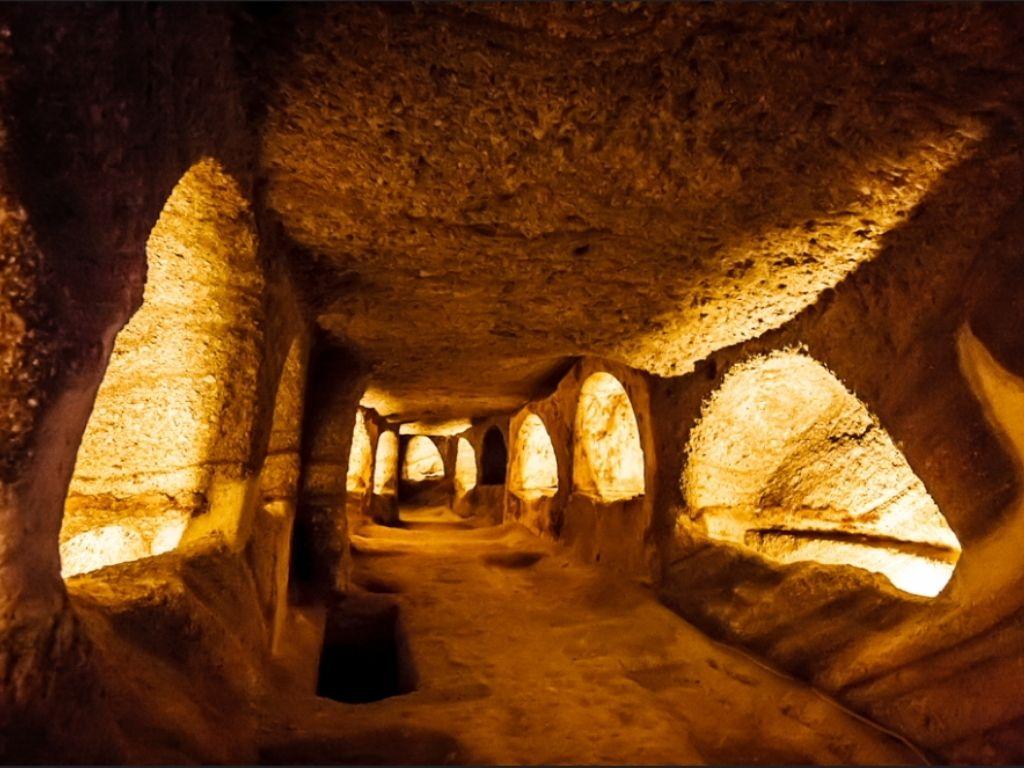 catacombs-milos
