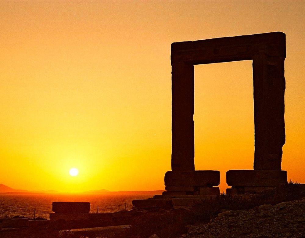 temple-apollo-naxos-landmarks-in-greece