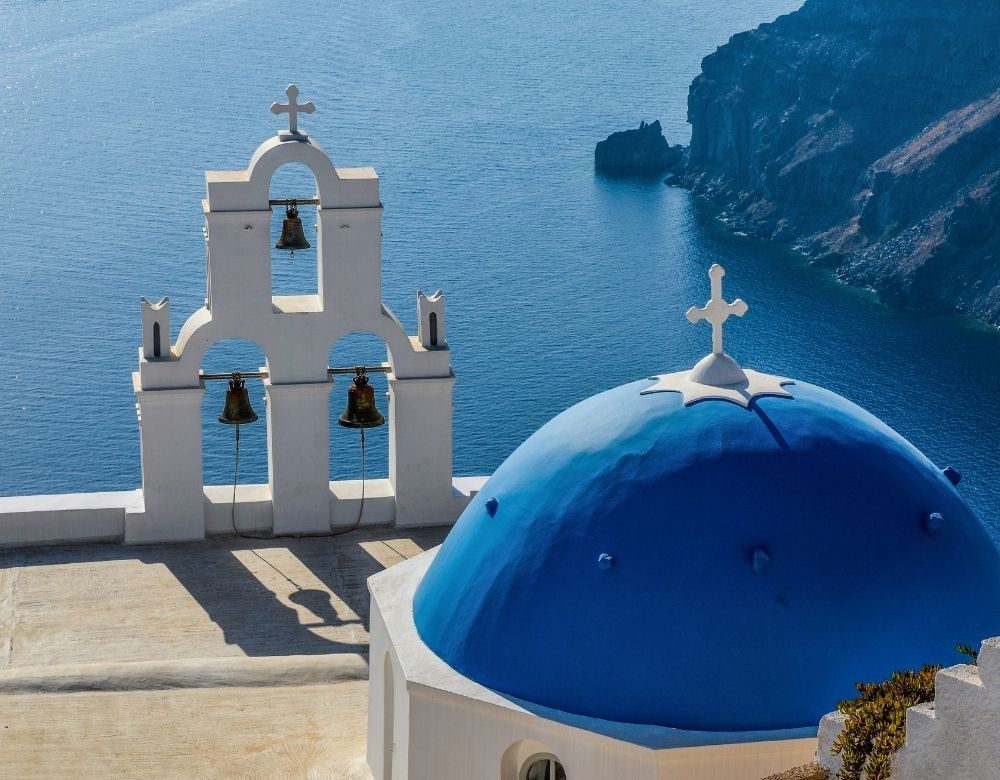 blue-dome-santorini-landmarks-in-greece