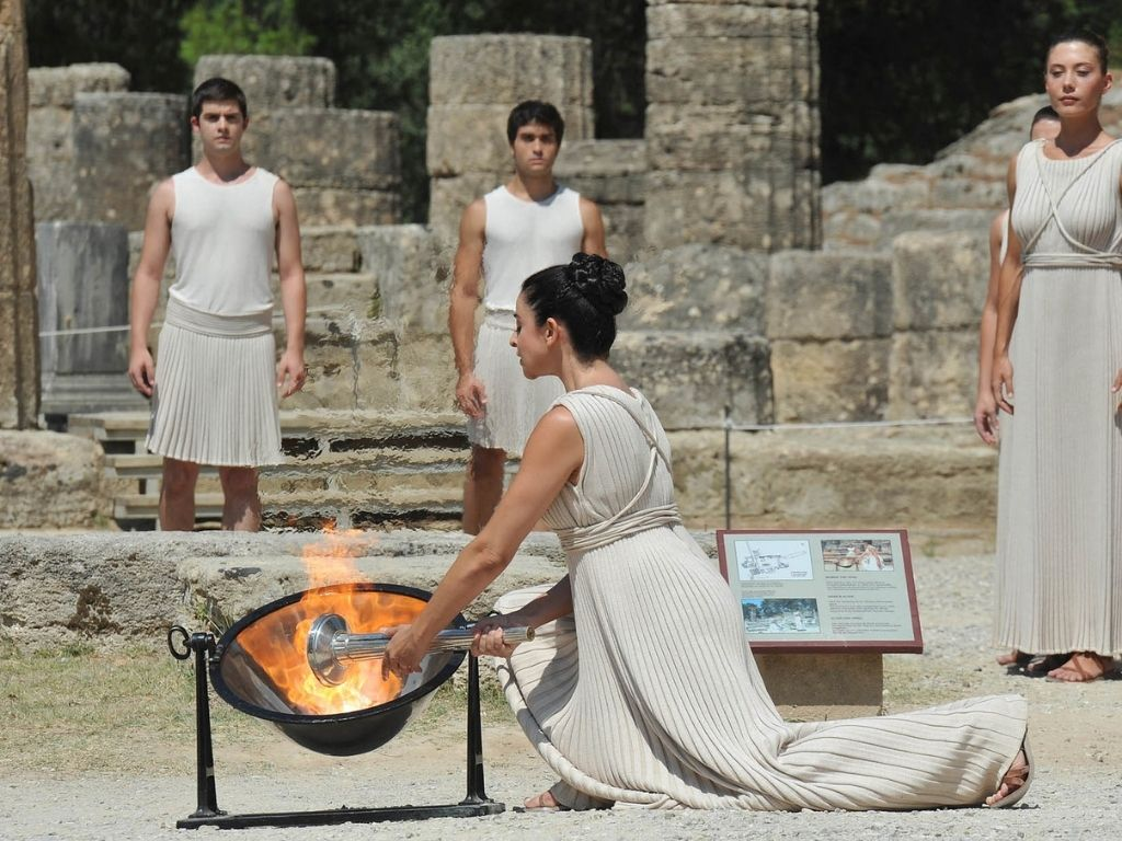 ancient-olympic-games-greece-flam-lighting